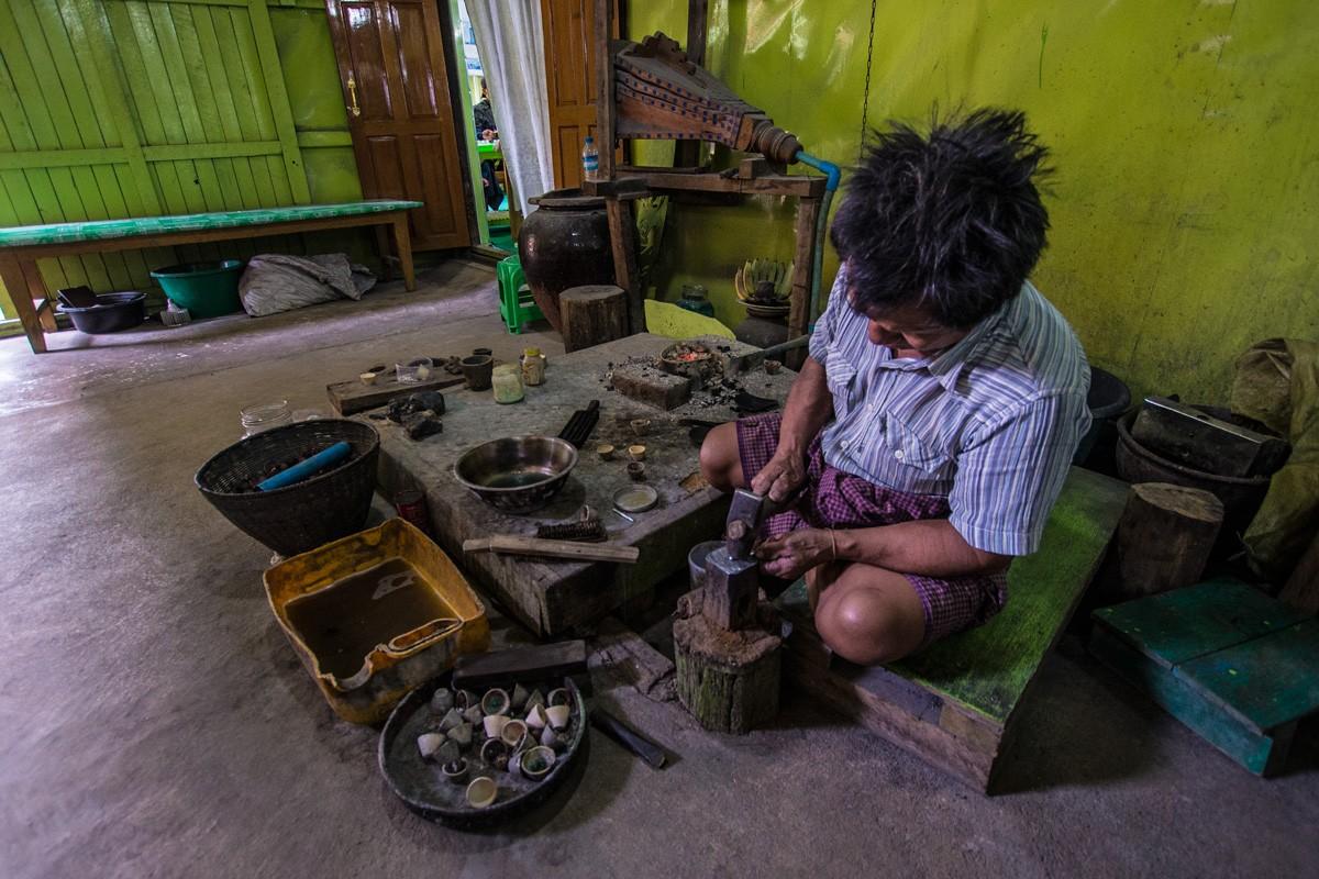 El taller de orfebrería de Mya Hintha