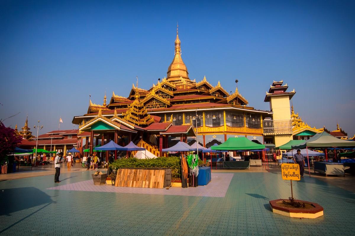 Phaung Daw Oo Paya por el lago Inle