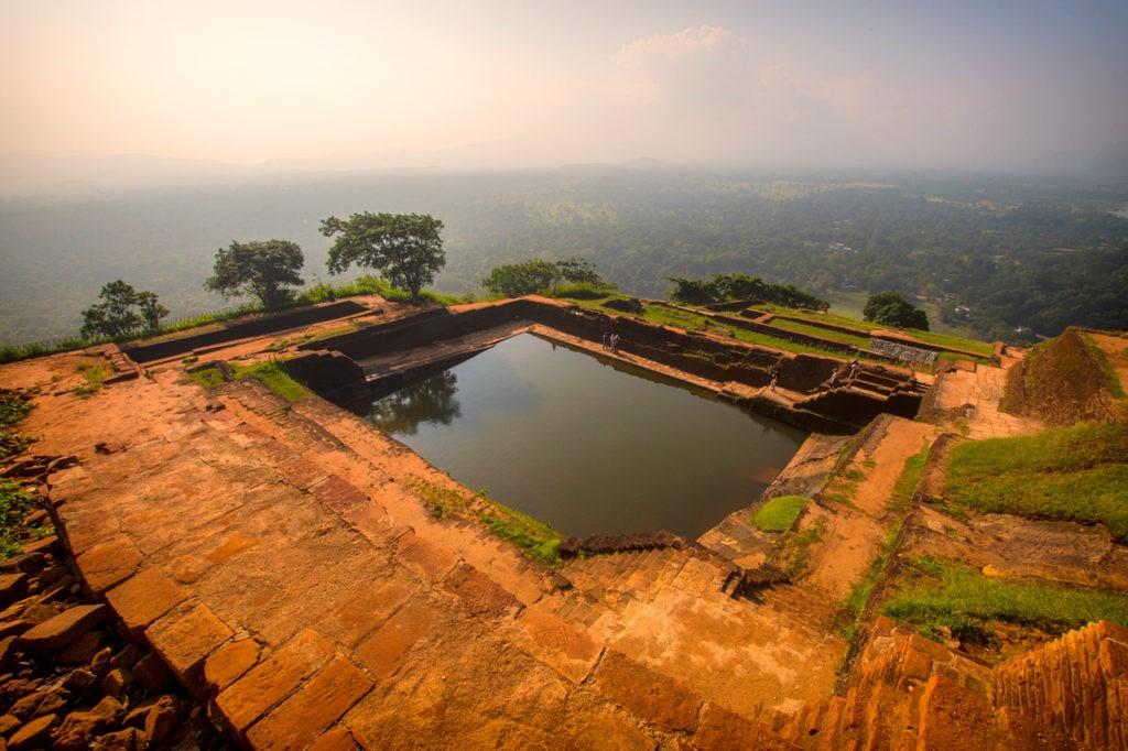 Vista de la piscina de la Fortaleza de la Roca Sigiriya