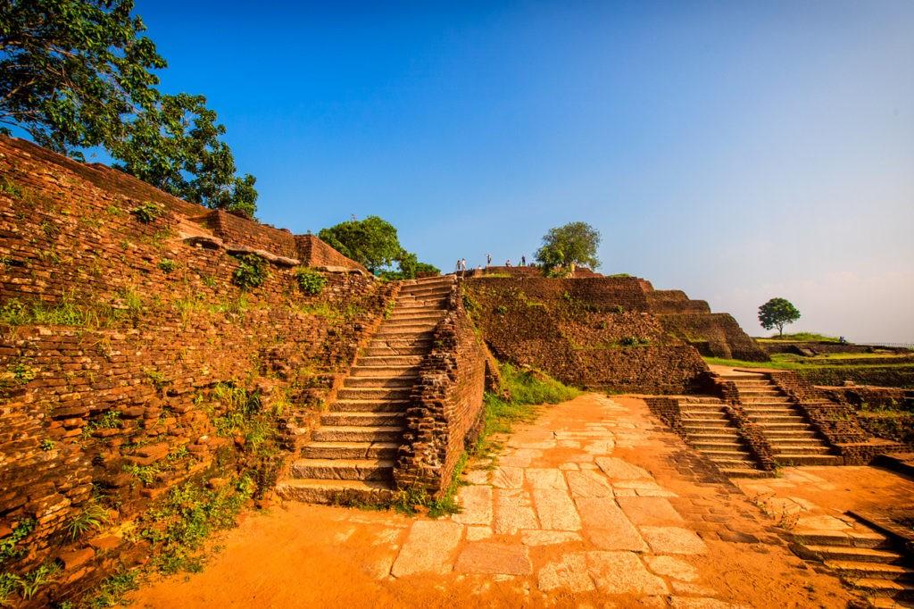 Escaleras en la Fortaleza de la Roca de Sigiriya
