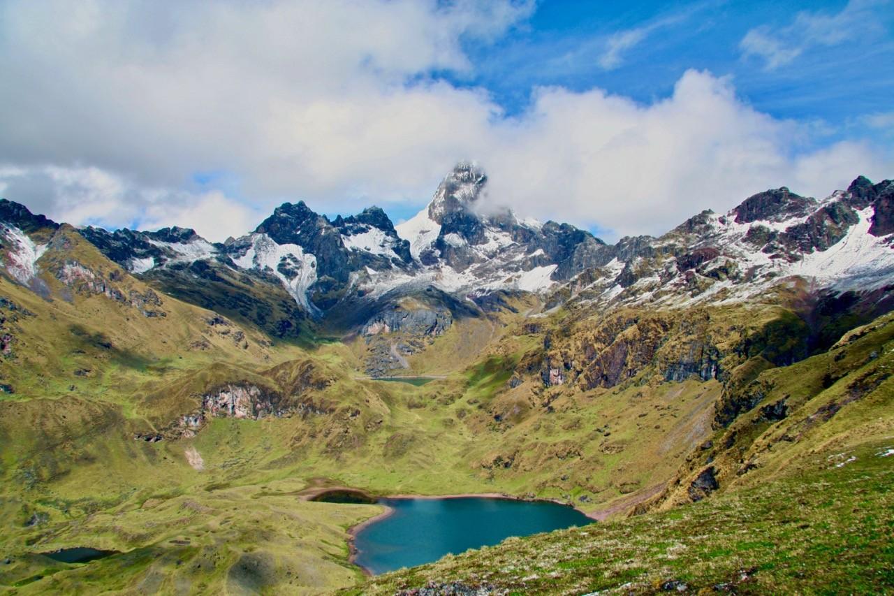 los mejores países para hacer senderismo en los nuevos cielos y los lagos y montañas