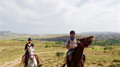 Photo of Guardianes de la piedra: montar a caballo en Capadocia