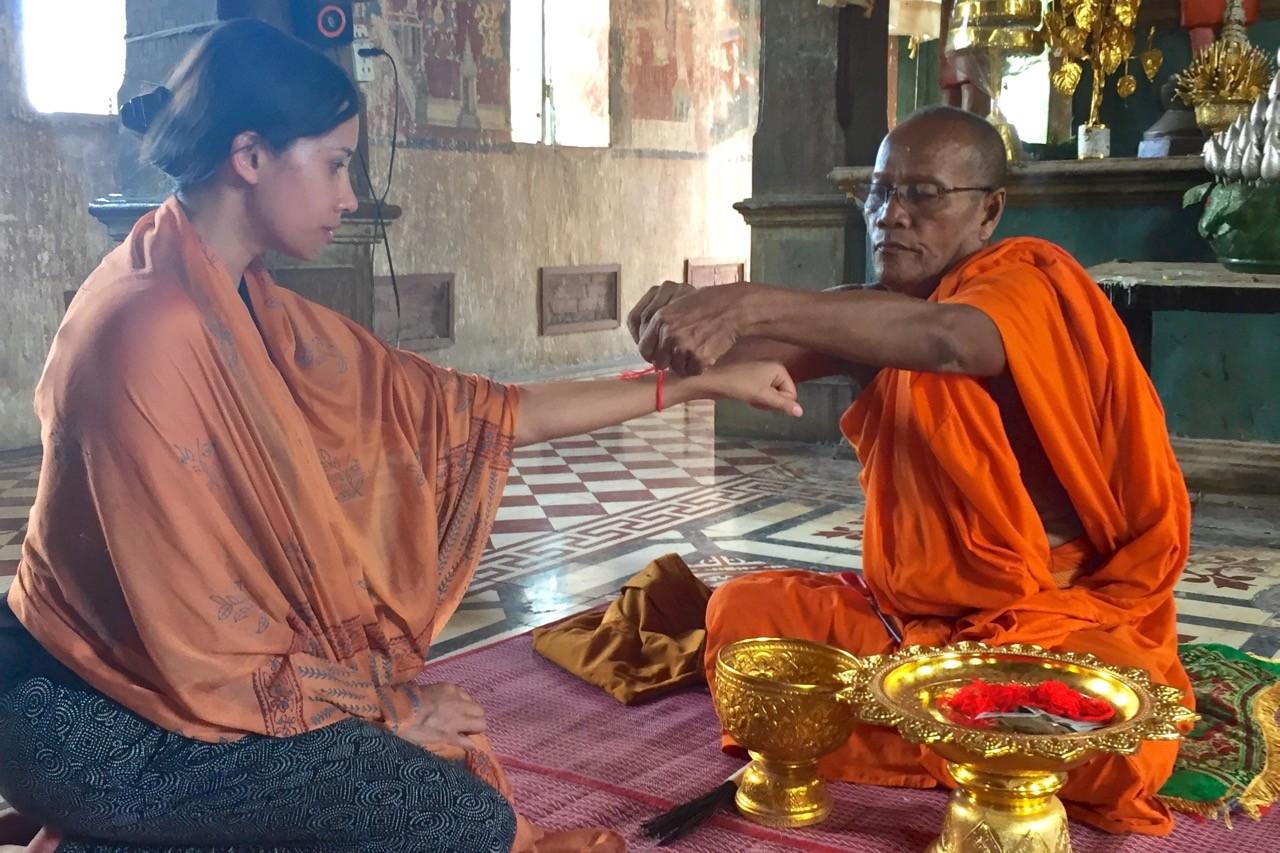 Bendición budista durante nuestro crucero por el río Mekong