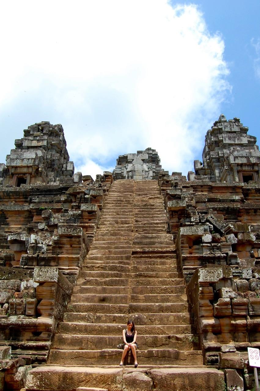 el mejor momento para visitar Angkor Wat: Kia en las escaleras